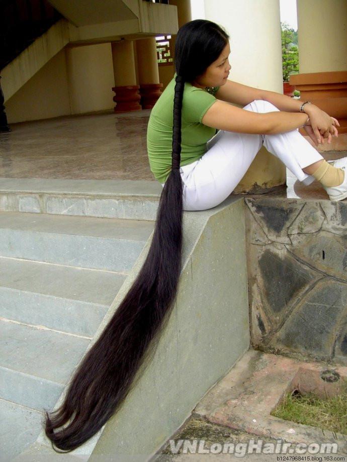 Зрелая азиатка с длинными волосами163