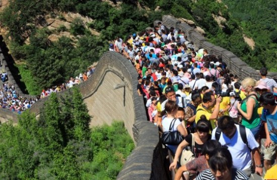 crowds-great-wall-01